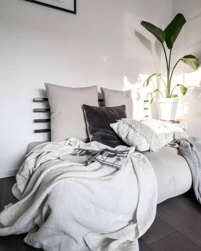 Sofa extensibilă textil maro închis Shin Sano Black