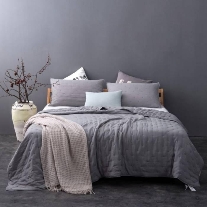 Cuvertură gri închis de pat Iroise 230x250 cm