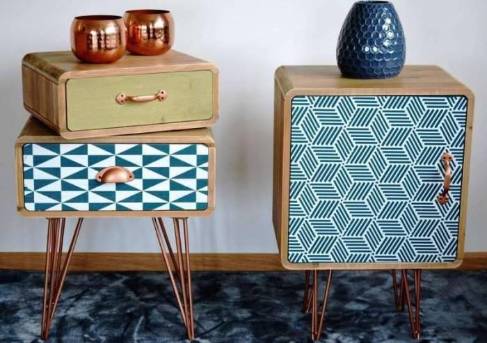 Noptieră stil exotic Amiee cu ușă, 60x40x30 cm, lemn de brad/ metal, maro deschis/ alb/ albastru