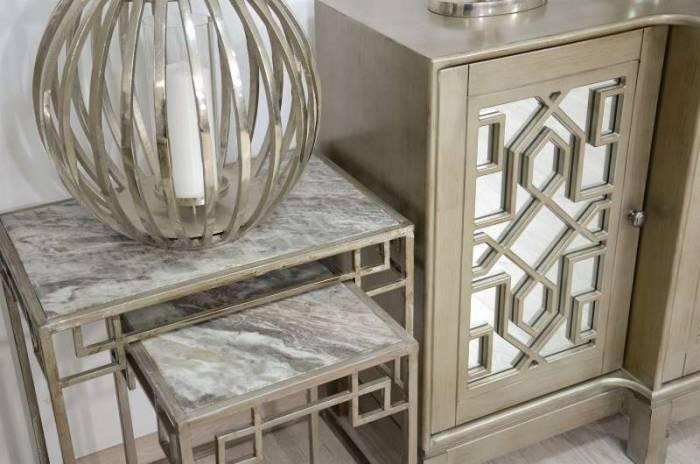 Comodă cu două uși din oglindă Karan, 99x127x41 cm, lemn de acacia/ furnir, argintiu