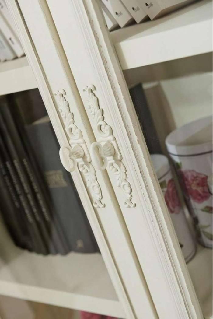 Vitrină înaltă cu două uși Adelaida, 190x90x40 cm, lemn de plop/ mdf/ metal/ sticlă, crem/ maro deschis