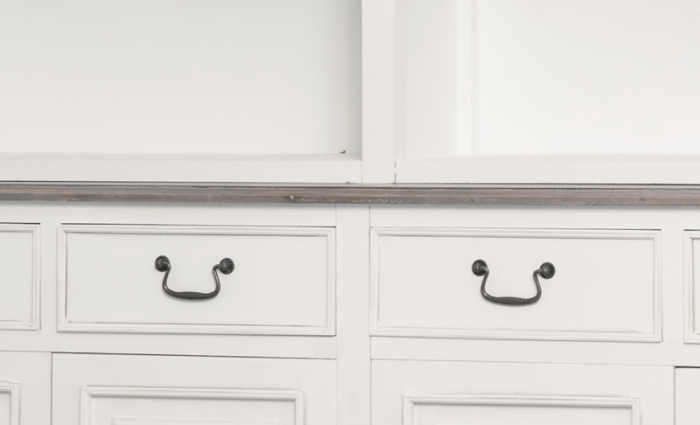 Vitrină stil clasic Collin, 200x162x45 cm, lemn de plop/ mdf/ metal, alb/ maro