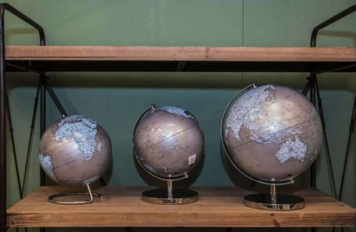 Decorațiune Mappamondo, 25x20x20 cm, plastic/ metal, argintiu/ albastru