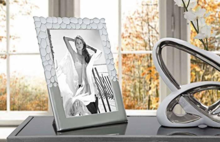 Ramă foto Glam, 31,5x26,5x1,5 cm, polirasina/ sticla, argintiu/ alb