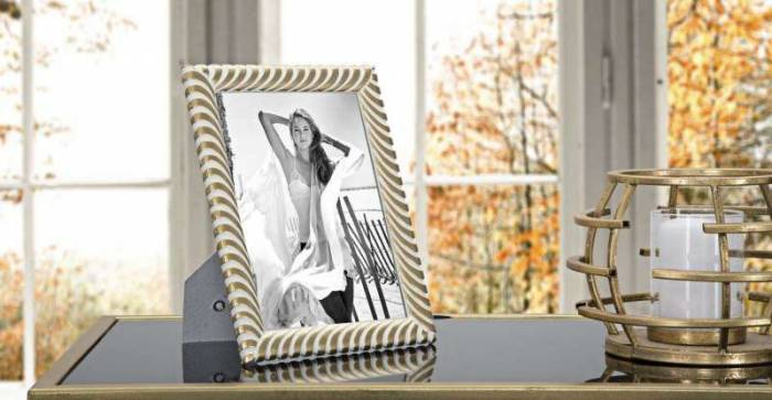 Ramă foto Melba, 24x19x1,5 cm, polirasina/ sticla, auriu/ alb